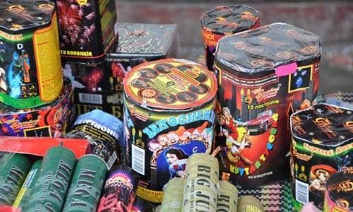 Где выгоднее купить пиротехнику в Минске. Предлагаем различные виды пиротехники: петарды, шутихи, салюты, фейерверки, ракеты, римские свечи и огни, бенгальские свечи и огни. Осуществляем доставку в пределах МКАД. Фото №3