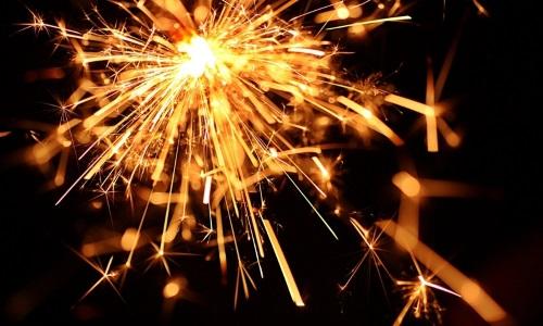 Бенгальские огни оптом купить в нашем интернет-магазине. Фото- и видеокаталог на нашем сайте, акции и скидки. Осуществляем доставку продукции в пределах МКАД. Фото №2