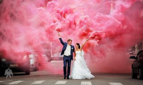 Цветной дым на свадьбе фото