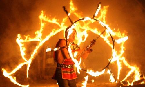 Предлагаем огненное шоу, фаер-шоу, пирошоу в Минске недорого. Видео пиротехнического шоу, представления вы можете посмотреть на нашем сайте. Фото №1